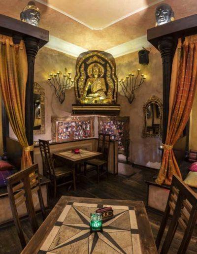 buddha-smile-roma-interno-sfondo-statua
